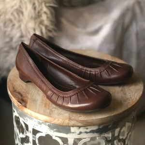 Gianni Bini slip-on leather shoes/ballet flats 8M